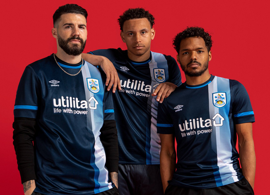 huddersfield_town_2021_2022_away_kit.jpg