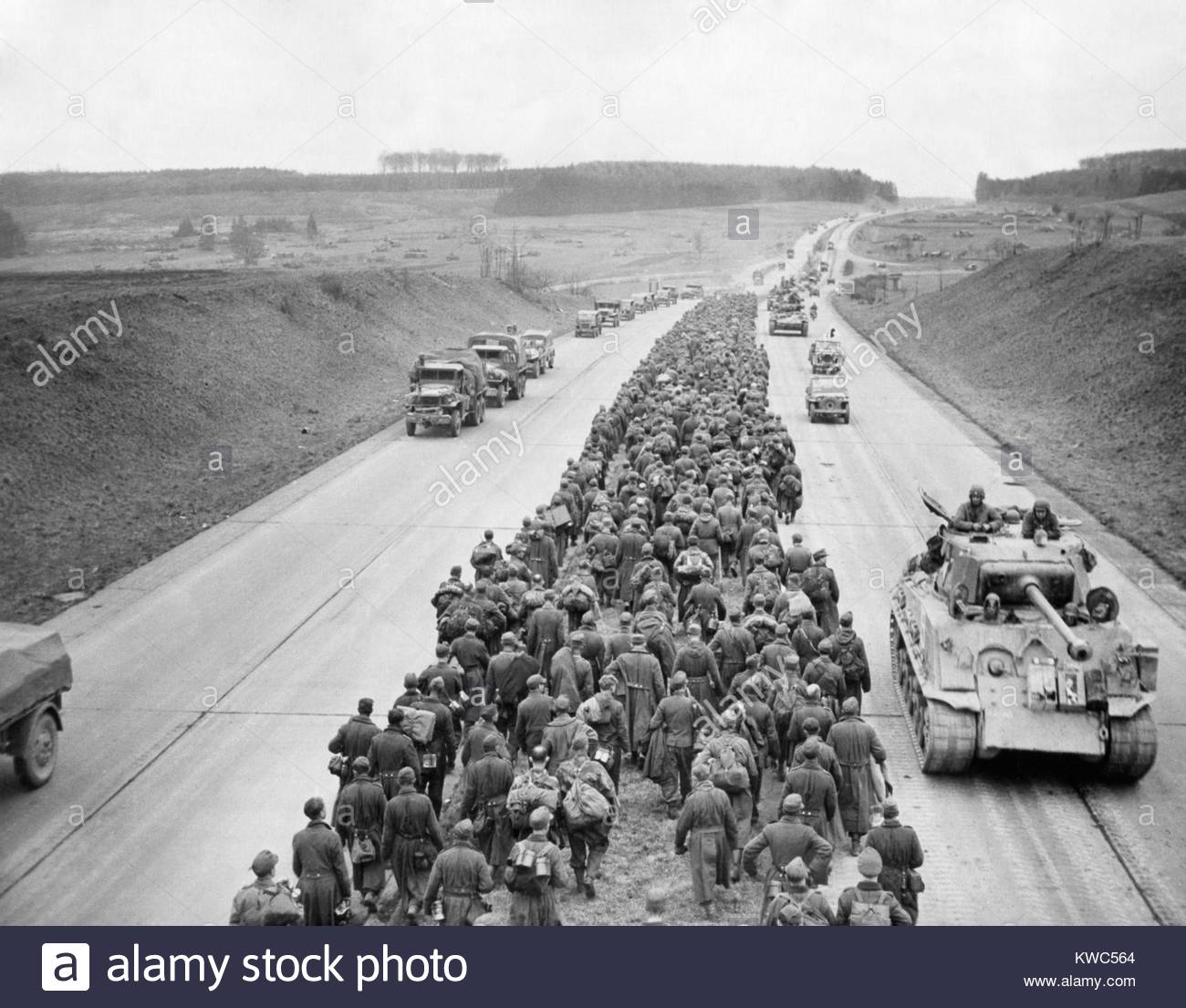 thousands-of-german-prisoners-march-along-the-autobahn-near-giesson-KWC564.jpg