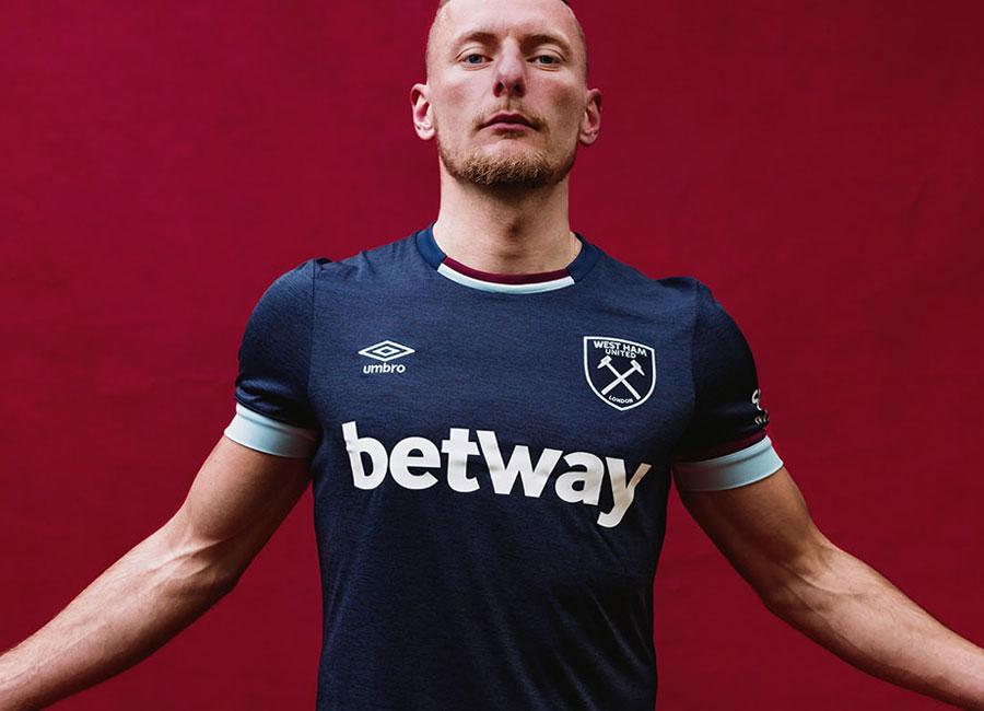west_ham_united_2021_2022_third_kit.jpg