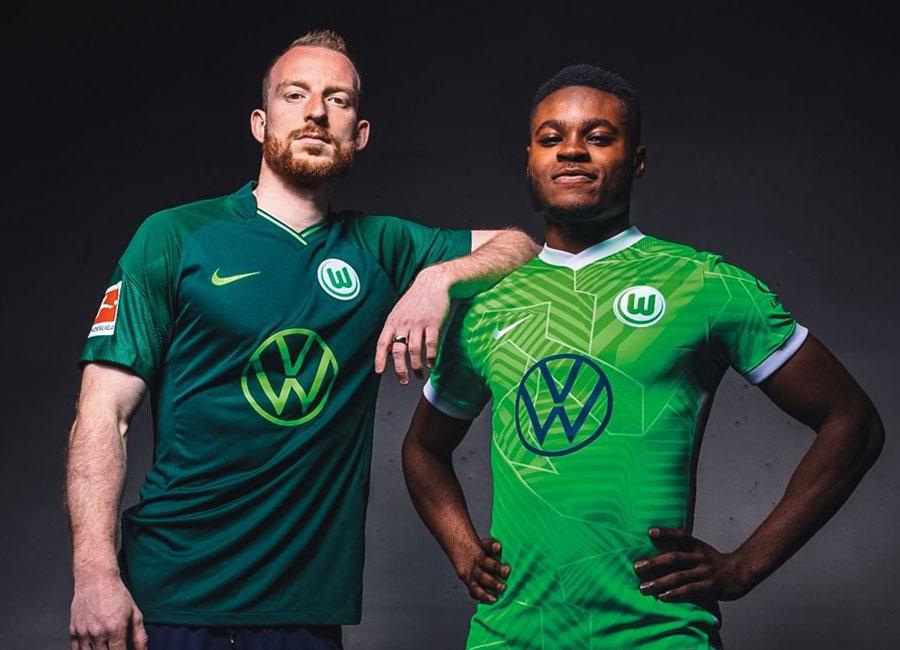 wolfsburg_2021_2022_home_away_kits.jpg